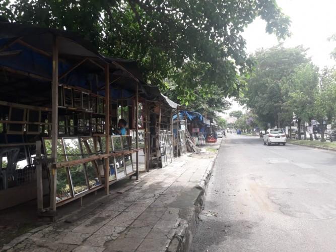 Sejumlah Pedagang di PKOR Wayhalim Masih Bertahan