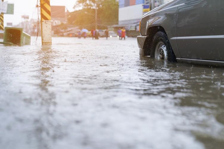 Sejumlah Ruas Jalan Ibu Kota Lumpuh Akibat Banjir