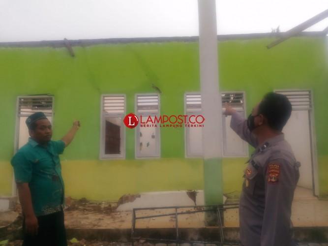 Sejumlah Rumah dan Sekolah di Jatiagung Diterjang Puting Beliung