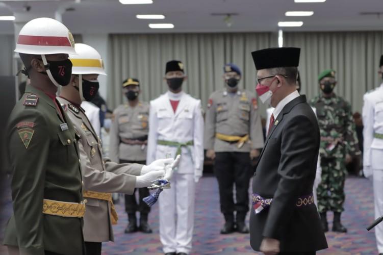 Sekda Lampung Kukuhkan Pasukan Pengibar Duplikat Bendera Pusaka