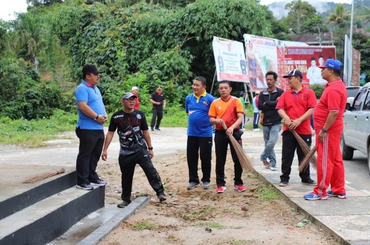 Sekkab Lambar Ikut Jumat Bersih di Taman Kota Liwa