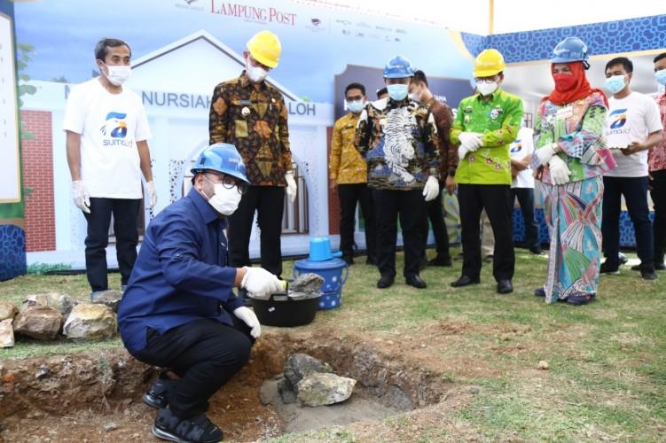 Sekprov Lampung Lakukan Peletakan Batu Pertama Masjid Nursiah Daud Paloh