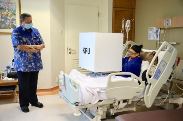 Seluruh Keluarga Dampingi Ani Yudhoyono Masuk ICU