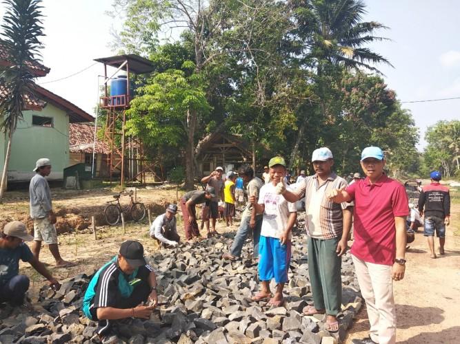Semangat Gotong Royong Warga Kibang Budi Jaya Patut di Acungi Jempol