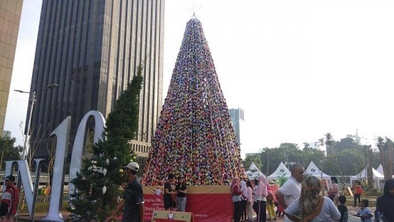 Semangat Persatuan dari Pohon Natal Raksasa Thamrin 10