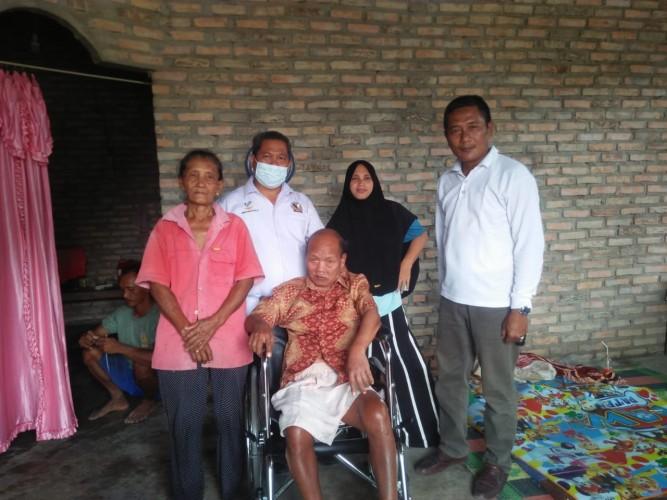 Semangat Relawan Sosial Ketika Salurkan Kursi Roda
