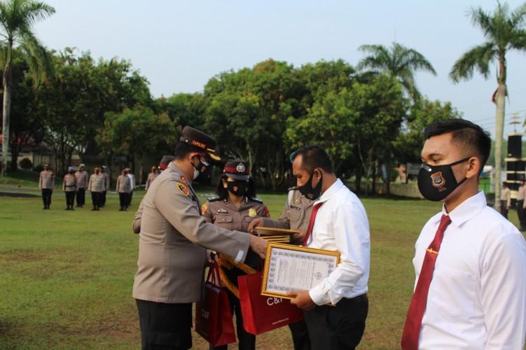 Sembilan Personel Polres Way Kanan Diganjar Penghargaan