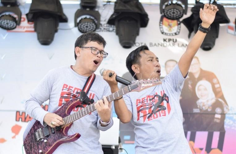 Semiotik Band Angkat Bahasa Daerah Lewat Lagu