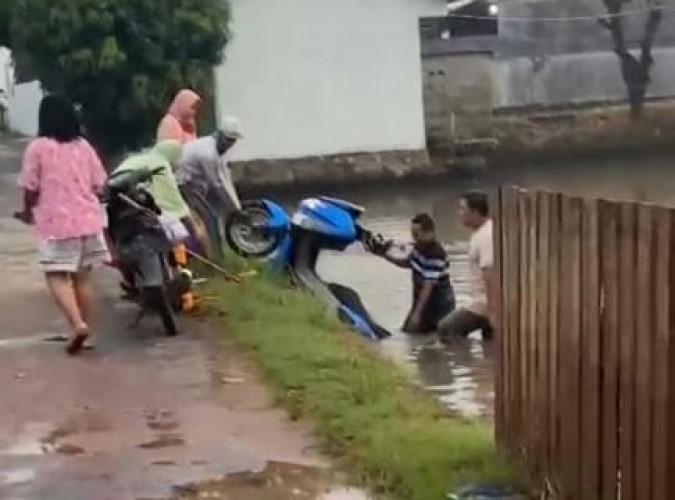 Sempat Dicuri, Dua Motor Warga Rajabasa Ketemu Nyemplung di Kolam