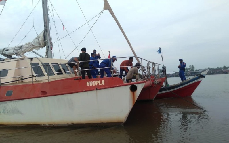 Sempat Terdampar di Tuba, Warga Australia Kembali Berlayar