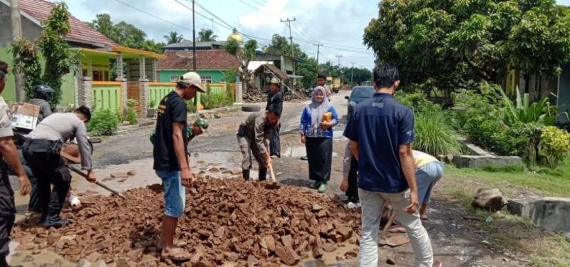Sempat Viral Jadi Tempat Memancing, Kubangan di Jalan Poros Palas Ditimbun