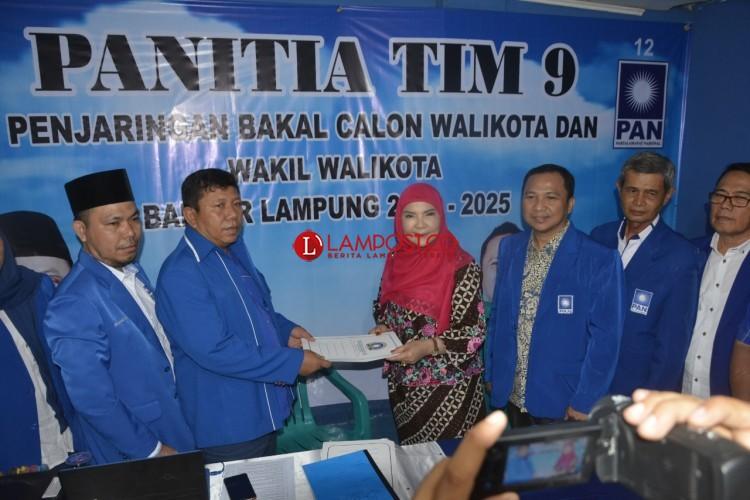 Serahkan Berkas ke PAN, Eva Dwiana Lanjut Mendaftar ke PKB