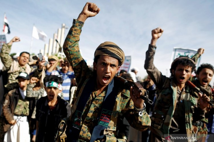 Serangan Drone Al-Houthi ke Bandara Arab Saudi Lukai 9 Orang