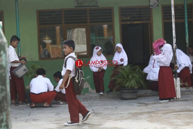 Siswa Mian Kotabaru Kembali Masuk Sekolah