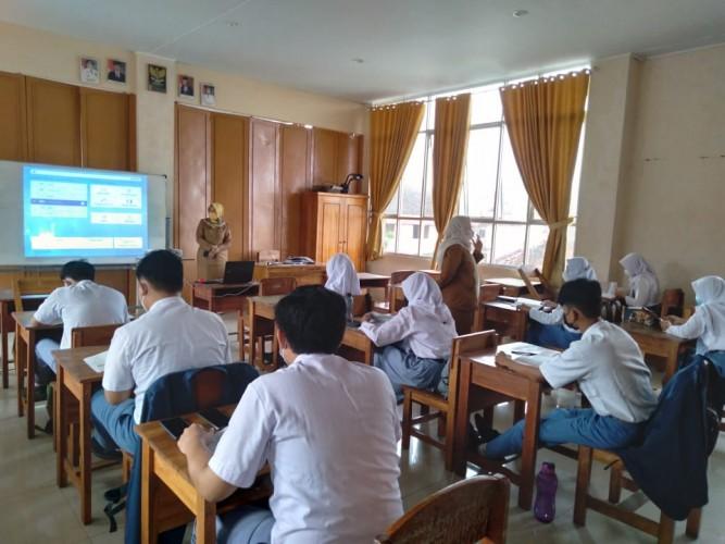 Siswa Patuhi Prokes di Hari Pertama PTM