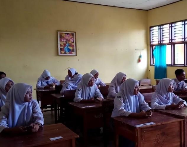 Siswa SMKN 1 Bandar Lampung  Ujian Pakai Android