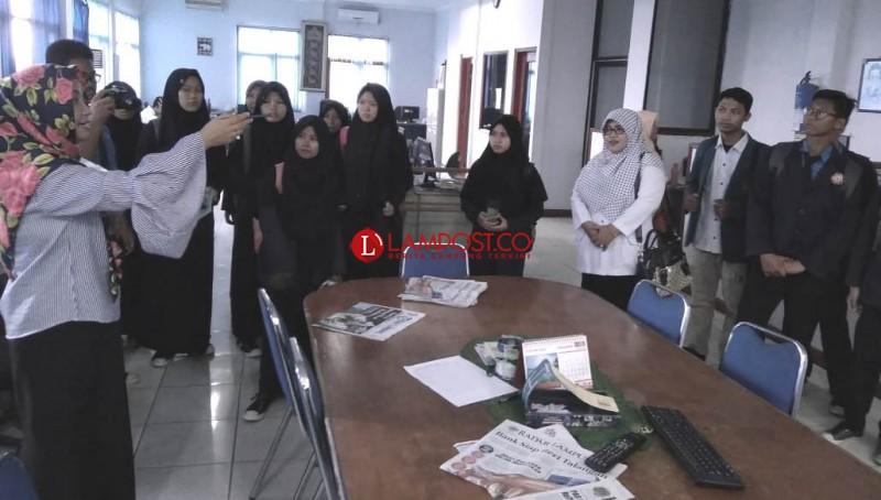 SMAN 1 Way Jepara Belajar Jurnalistik ke Lampost