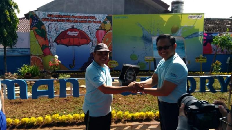 SMAN 9 Bangun Taman Literasi Pengendalian Hujan