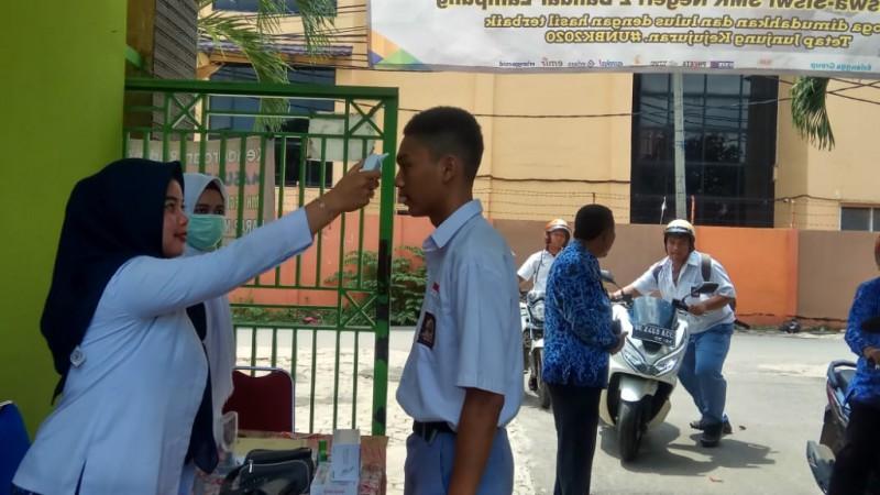 SMKN 2 Bandar Lampung Periksa Kesehatan Peserta UN