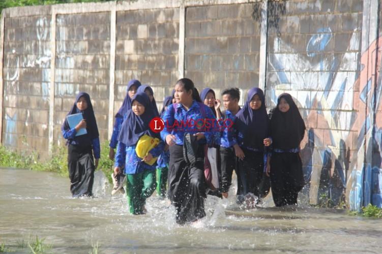 SMP 24 dan SMA 12 Diliburkan Akibat Banjir