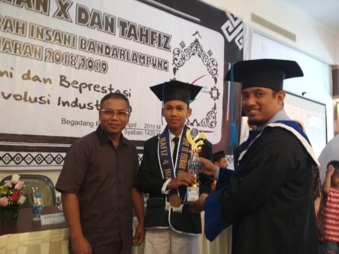 SMP Islam Terpadu Fitrah Insani Gelar Wisuda Angkatan dan Tahfiz