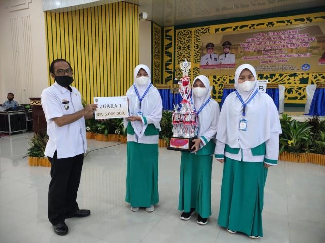 SMP Muhammadiyah Ahmad Dahlan Metro Juara LLC Tingkat Provinsi