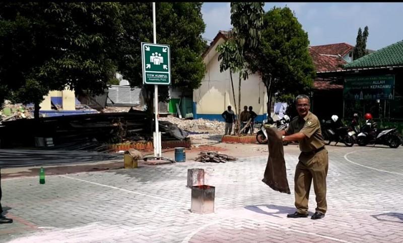 SMP Negeri 23 Bandar Lampung Simulasi Mitigasi Bencana