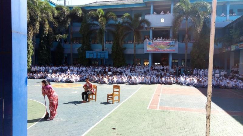 SMP-SMA Perintis 2 Beri Beasiswa