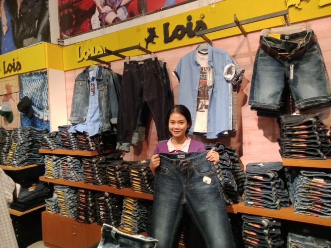 SOGO Hadirkan Koleksi Lois Jeans Terbaru Berdetail Kulit