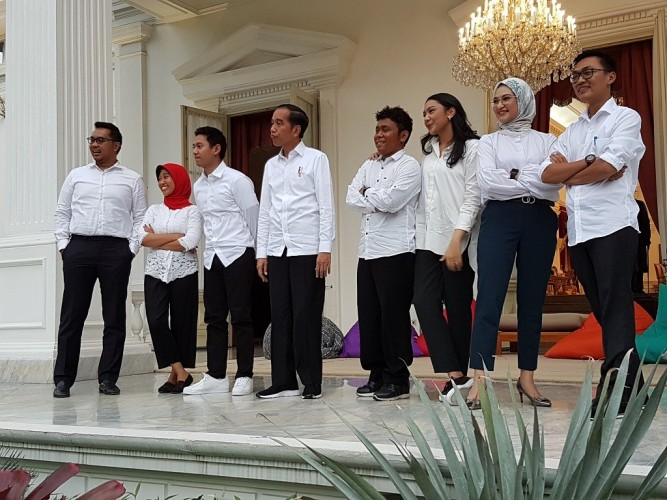 Stafsus Milenial Bekerja 24 Jam Sehari untuk Jokowi