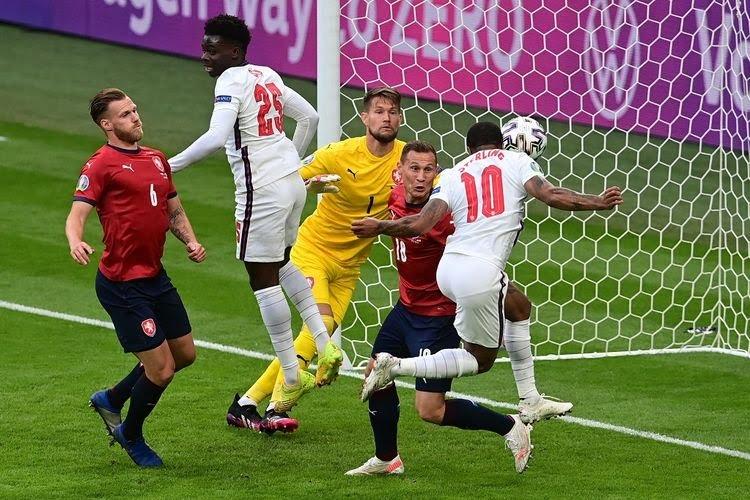 Sterling Bawa Inggris Lolos Grup Euro 2020