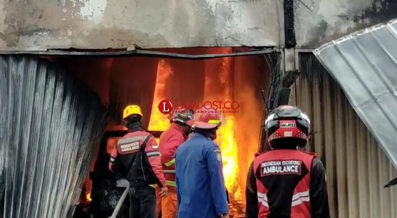 Suara Ledakan Dalam Kios Terbakar Kagetkan Warga