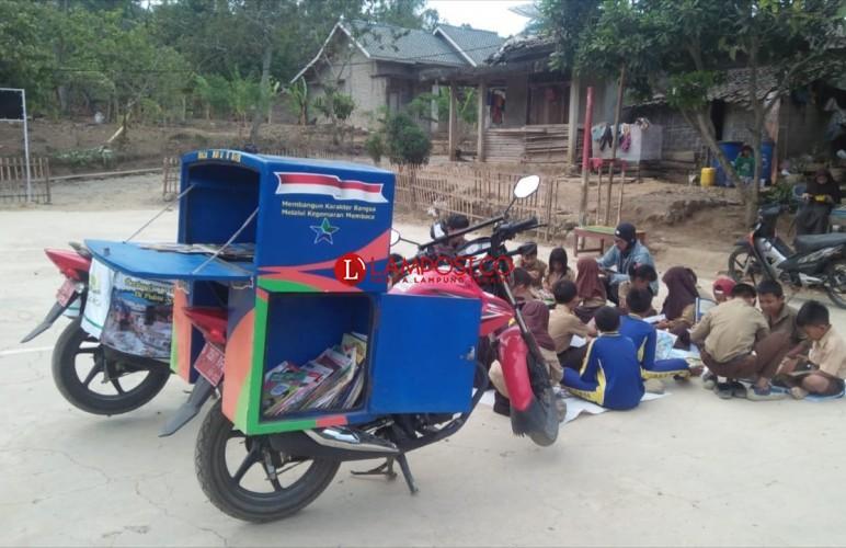 Sukarelawan Literasi Banten dan Lamsel Tingkatkan Minat Baca Siswa SDN 2 Kelawi Bakauheni