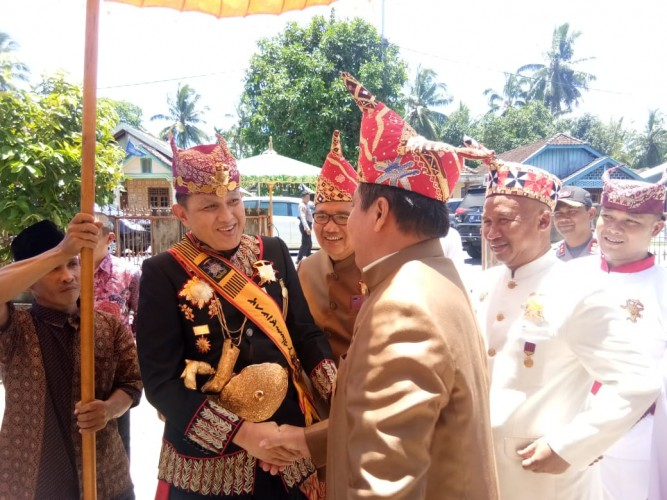 Sultan Sekala Bkhak Hadiri Pesta Pernikahan di Krui Selatan
