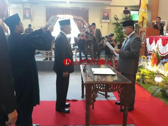 Sunarto Dilantik Jadi Anggota PAW DPRD Lamtim