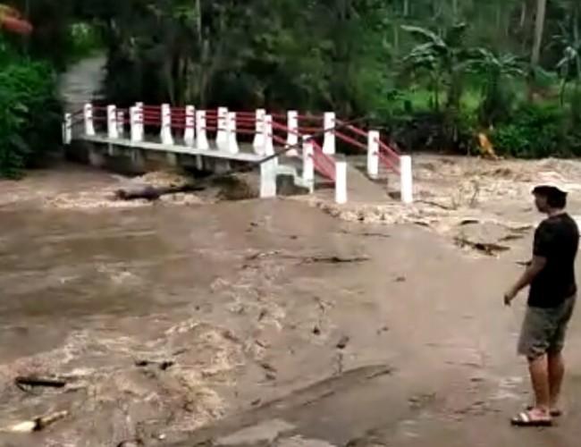 Sungai Way Kuripan Meluap Pascahujan