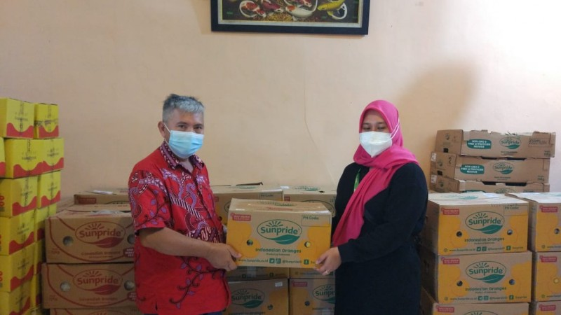 Sunpride Salurkan Buah Segar dan Sembako untuk PSMTI Banten