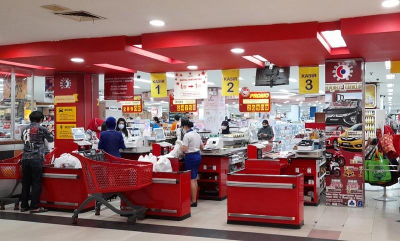 Supermarket Masih Ramai Dikunjungi Pembeli
