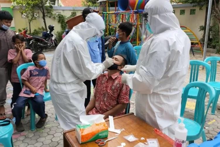 Surabaya Gelar Pemeriksaan Covid-19 di Pesantren-pesantren