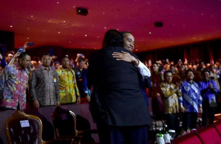 Surya Paloh-Jokowi Berpelukan Erat