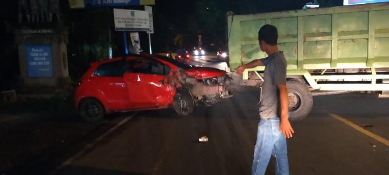 Tabrakan Minibus Vs Sedan di Jalinsum Kalianda, 5 Orang Luka-luka