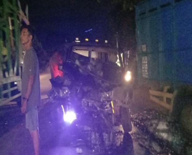 Tabrakan Minibus Vs Truk di Jalinsum Katibung, Satu Tewas