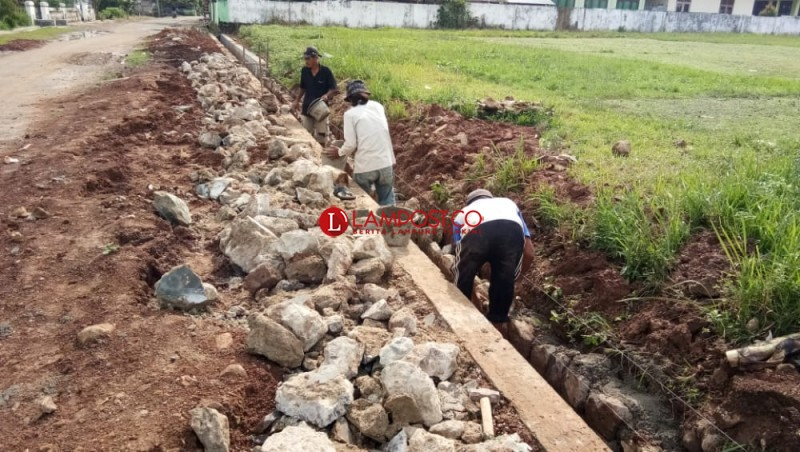 Tak ada Lubang Penyerapan, Proyek Drainase di Sukaraja Dibongkar