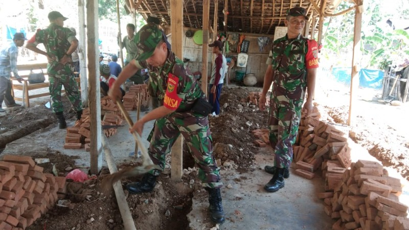 Tak Layak Huni, Rumah Soman Dibedah Anggota TNI