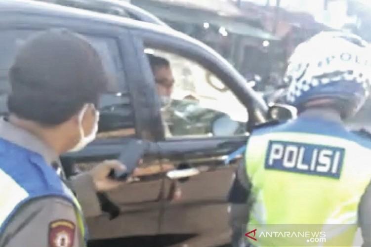 Tak Pakai Masker, Anggota Polisi yang Kabur Ditegur Segera Dimutasi