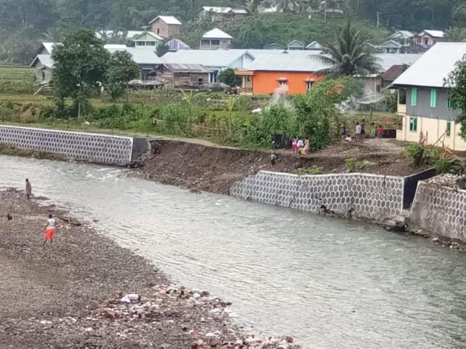 Talut Penahan Banjir Roboh