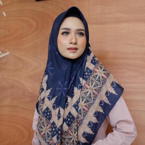Tampil Cantik dan Modis Berbalut Hijab Tapis