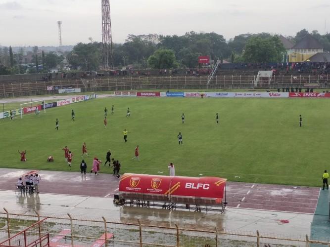 Tandukan Krismon Bawa Badak Lampung Unggul 2-0