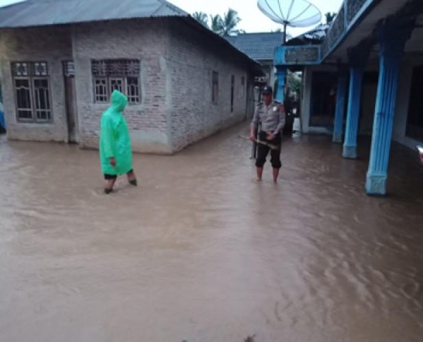 Tanggul Penyangga Aliran Way Semaka Jebol, Pekon Banding Kebanjiran