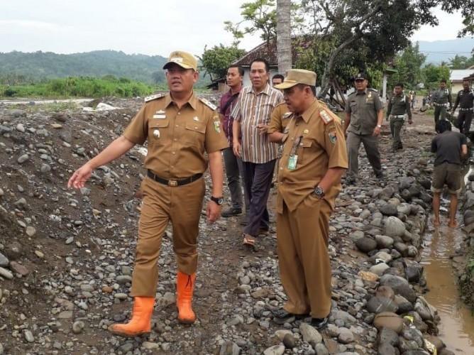 Tanggul Sungai Jebol, 400 Rumah di Tanggamus Kebanjiran